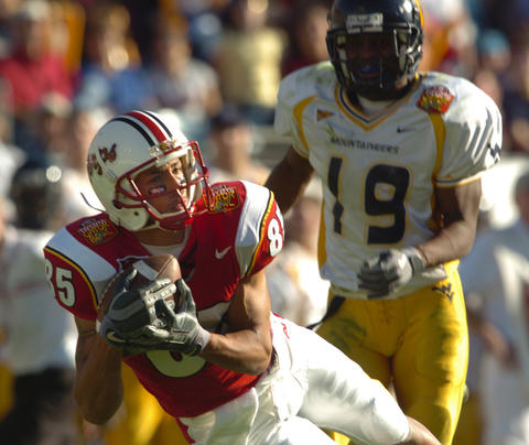 Terps receiver Dan Melendez hauls in a 43-yard reception in the third quarter.