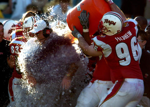 Defensive lineman C.J. Feldheim douses coach Ralph Friedgen with a bucket of ice water as the clock ticks down in the fourth quarter.