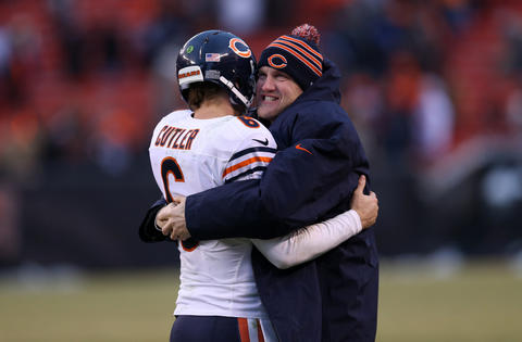 Josh McCown: Backup quarterback McCown kept the Bears' season alive by posting a 109.8 passer rating, 66.8 completion percentage. He threw 13 touchdowns and only one interception during five starts and two relief appearances for injured Jay Cutler, and in the process he made some fans wonder whether he was best option to finish the season.