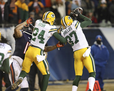 Packers cornerback Sam Shields intercepts the last pass of the game intended for Brandon Marshall.