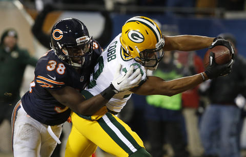 Packers wide receiver Randall Cobb stretches to the end zone after catching a ball in front of Zack Bowman in the fourth quarter.