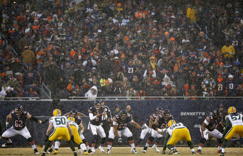 Bears quarterback Jay Cutler and the offense against the Packers as the snow comes down in the first quarter.