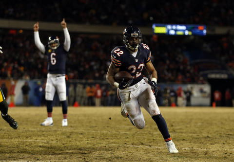 Jay Cutler celebrates as Matt Forte scores a rushing touchdown against the Packers in the 3rd quarter.