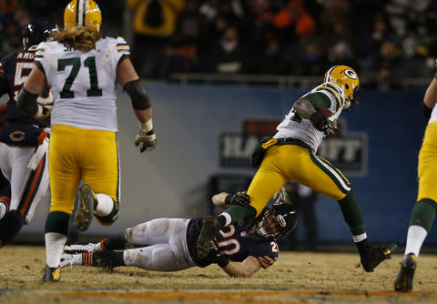 Craig Steltz can't tackle the Packers' James Starks in the 3rd quarter.
