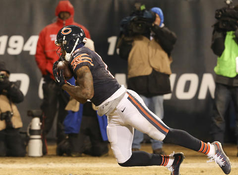 Brandon Marshall scores a touchdown against the Packers during the second half.