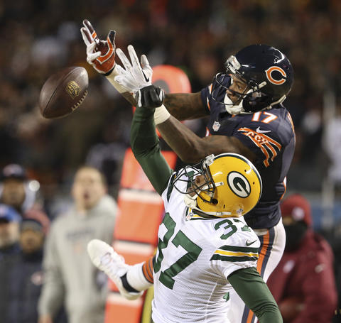 Alshon Jeffery fails to make a catch in front of Packers cornerback Sam Shields in the fourth quarter.