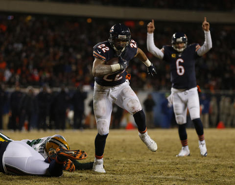 Jay Cutler celebrates as Matt Forte scores on a five-yard touchdown run in the third quarter.