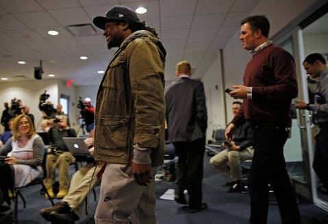 Chicago Bears corneback Tim Jennings walks to speak to the media regarding his new contract at a press conference at Halas Hall on Thursday.