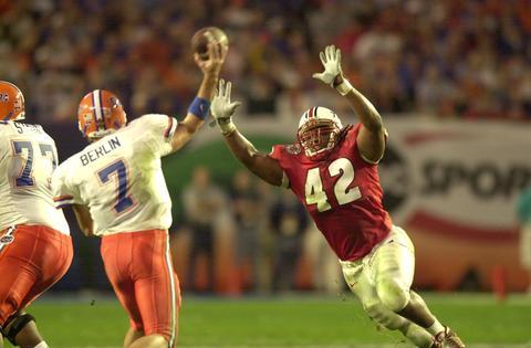 Terps linebacker E.J. Henderson pressures Florida quarterback Brock Berlin.