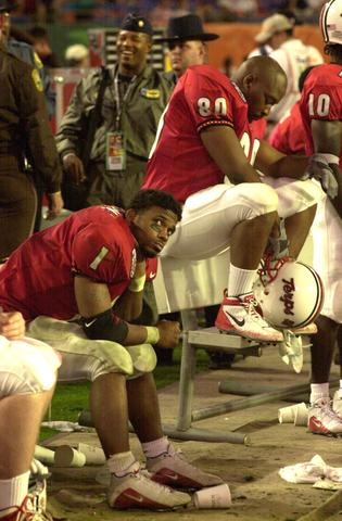 Maryland tailback Bruce Perry (1) sits on the bench with Eric James as the last seconds tick off the clock.