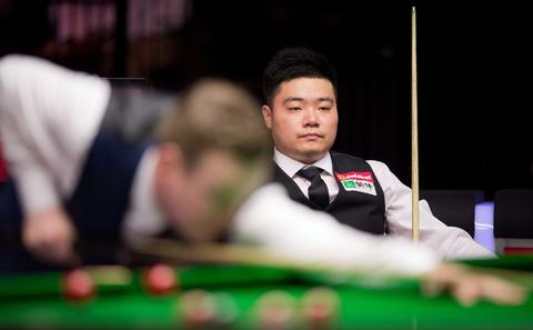 China's Ding Junhui (R) watches from his seat as England's Shaun Murphy plays a shot during their match on day three of the Masters Snooker tournament at Alexandra Palace in London on January 14, 2014.