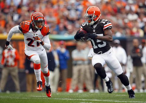 The Browns got WR Davone Bess, a 2013 fourth-round draft pick and a 2013 seventh-round draft pick from Miami for a 2013 fourth-round draft pick and a 2013 fifth-round draft pick.