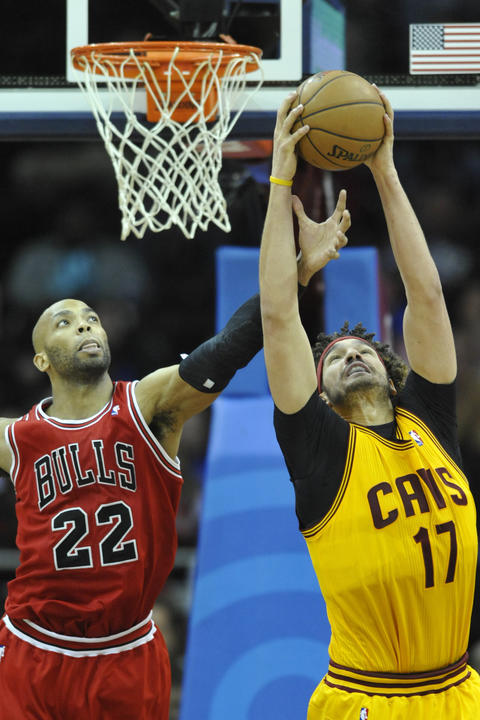 The Cavaliers' Anderson Varejao rebounds against Taj Gibson in the fourth quarter.