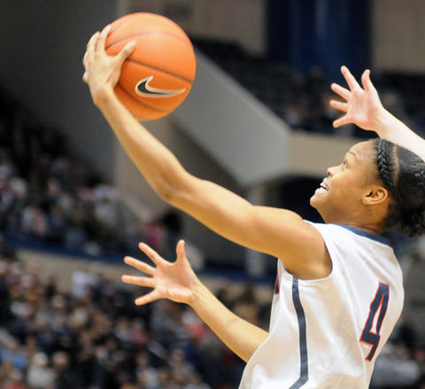 Uconn's Moriah Jefferson gets control of the ball.