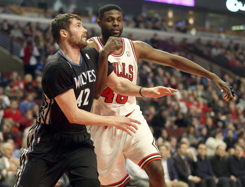The Timberwolves'Kevin Love and Nazr Mohammed battle for a rebound.