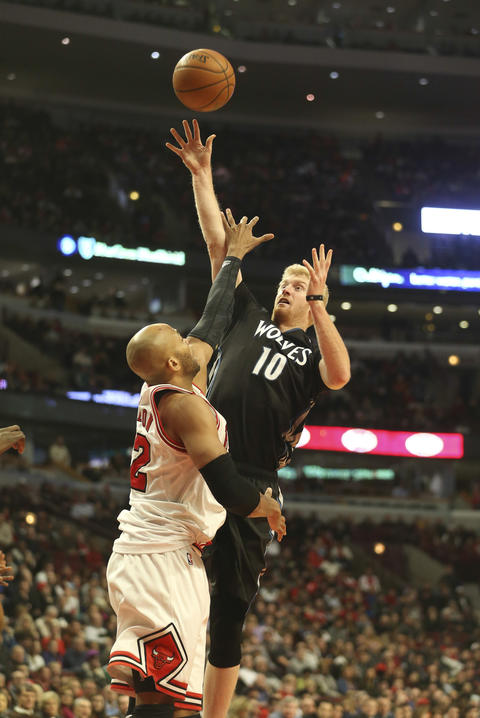 The Timberwolves' Chase Budinger shoots over Taj Gibson during the second half.