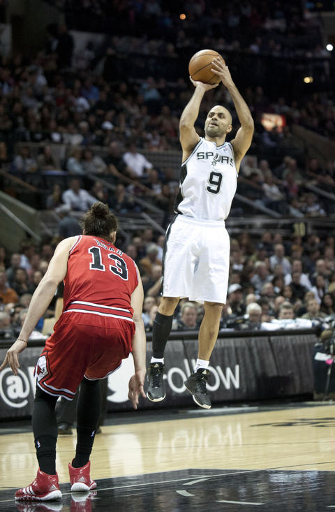 The Spurs' Tony Parker shoots over Joakim Noah during the first half.