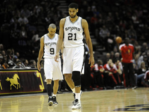 The Spurs' Tim Duncan and Tony Parker react against the Bulls during the second half.