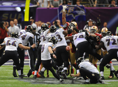 Justin Tucker kicks a 38-yard field goal in the fourth quarter.