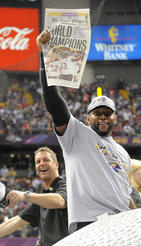 Ray Lewis delivers the news that the Ravens are Super Bowl champions.