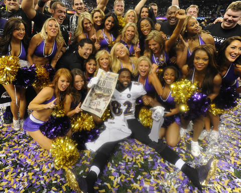 Torrey Smith poses with the Ravens cheerleaders.
