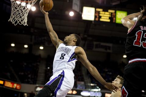 The Kings' Rudy Gay slices past Joakim Noah for a layup in the second quarter.