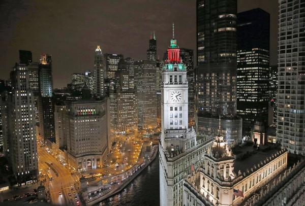 magnificent holiday lights on michigan avenue chicago tribune