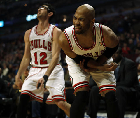 Taj Gibson reacts after being defended by the Hawks in the 1st quarter.