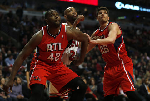 The Hawks' Elton Brand and Kyle Korver box out Taj Gibson in the 2nd quarter.