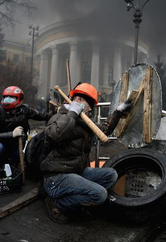 After several weeks of calm, violence has again flared between police and anti-government protesters, who are calling to oust President Viktor Yanukovych over corruption and an abandoned trade agreement with the European Union.