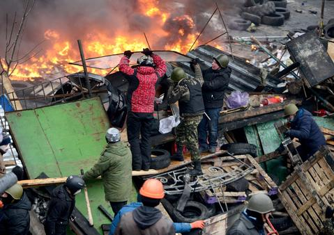 Anti-government protesters in Kiev, Ukraine continue to clash with police in Independence square.