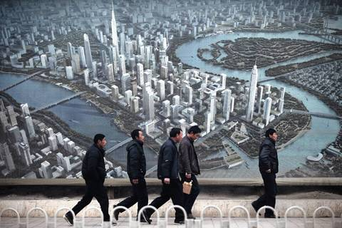 A large advertisement shows the future aerial view of the Binhai New Area development in Tianjin.