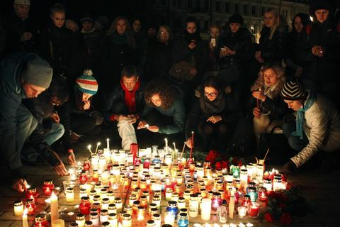People set candles as they mourn in the center of Kiev .