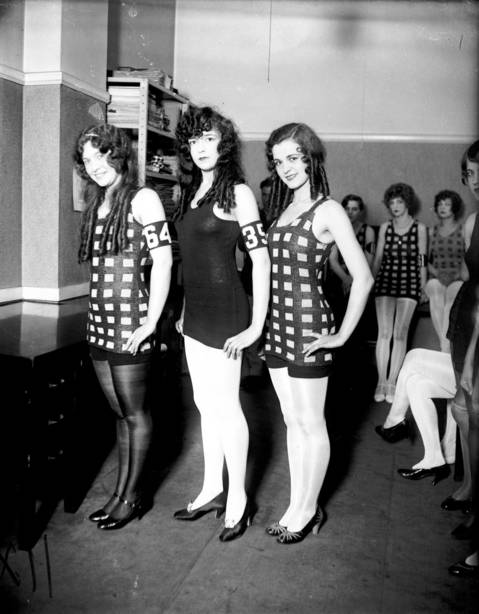 Margaret Knight, right, and two other girls participate in the 1926 Miss Chicago contest.