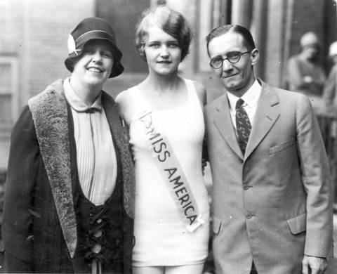 Miss America Lois Delander, a Joliet High School junior who was selected queen of beauty at the Atlantic City pageant, is seen with her parents, Mr. and Mrs. Albin Delander, in 1927.