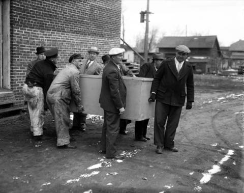 """Men carry the body of Chicago federal agent W. Carter Baum, a government man who was killed by """"Baby Face"""" Nelson of John Dillinger's gang, during a shoot-out at the Little Bohemia resort in Manitowish Waters, Wisconsin on April 22, 1934. Two people were killed during the raid, an FBI agent and a local man who was mistaken for one of Dillinger's gang."""