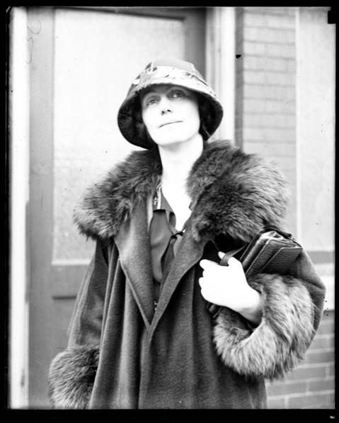 Mrs. Genevieve Dawley Smith, of Palos Park, was the intended target of Wanda Stopa on April 24, 1924. Stopa, an assistant U.S. attorney, had been having an affair with Mrs. Smith's husband, Y. Kenley Smith. Stopa intended to shoot the Smiths, aiming for Mrs. Smith she instead shot and killed their gardener, Henry Manning.