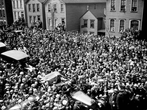 On April 28 and 29, 1924, thousands of curious onlookers mobbed the family home at 1505 W. Augusta Street for the wake and funeral for Wanda Stopa, 24. The crowds gathered in hopes of getting a glimpse of the once promising, young Polish girl who took her own life in a tragic ending to a multifaceted love affair.