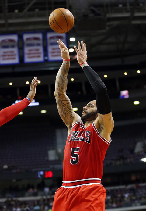 Carlos Boozer shoots in the first quarter against the Pistons at The Palace of Auburn Hills.