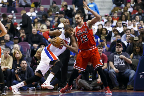 The Pistons' Greg Monroe moves the ball as he's defended by Joakim Noah in the first quarter.
