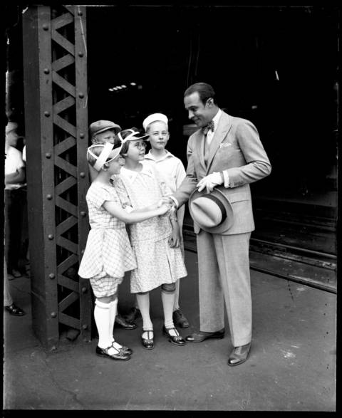 Rudolph Valentino with some adoring young fans in Chicago, August 20, 1926.