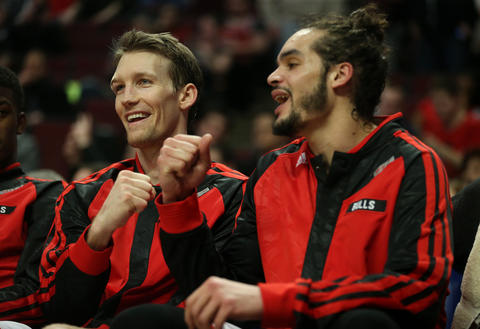 Mike Dunleavy and Joakim Noah have a laugh on the bench late in the fourth quarter. at the United Center in Chicago on Thursday, March 13, 2014. (Chris Sweda/ Chicago Tribune) B583588960Z.1 BULLS-ROCKETS Ķ.OUTSIDE TRIBUNE CO.- NO MAGS, NO SALES, NO INTERNET, NO TV, CHICAGO OUT, NO DIGITAL MANIPULATION....