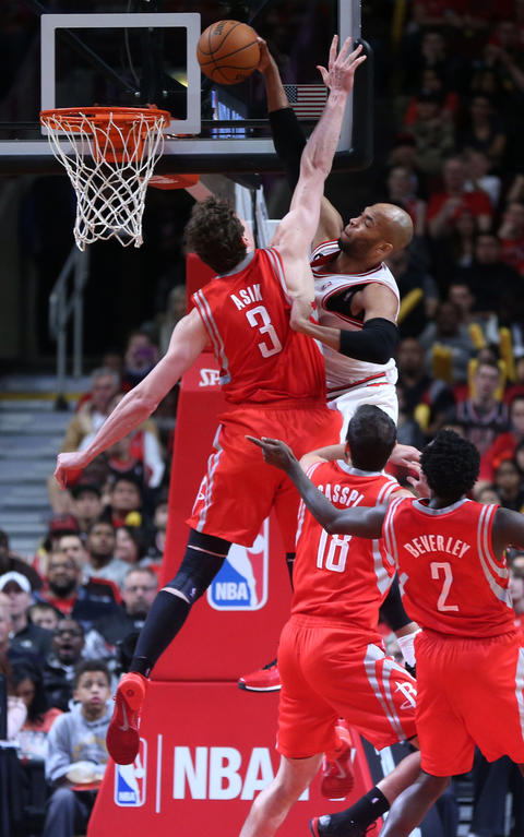 Taj Gibson dunks on the Rockets' Omer Asik in the second half.