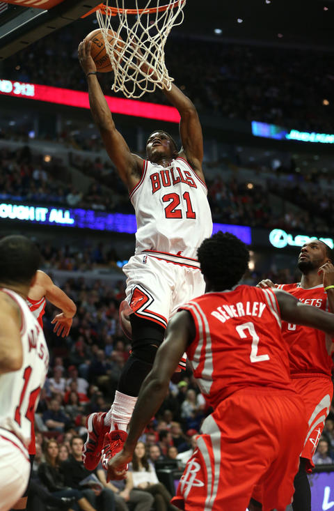 Jimmy Butler drives to the hoop in the second half.