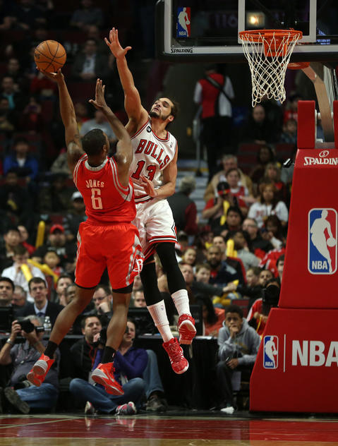 Joakim Noah tries to block the shot of the Rockets' Terrence Jones in the first half.