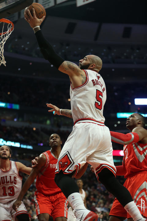 Carlos Boozer scores on a layup in the first half.