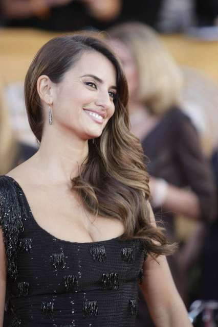Penelope Cruz wears a beaded gown designed by L'Wren Scott at the 2010 Screen Actors Guild Awards at the Los Angeles Shrine Exposition Center.