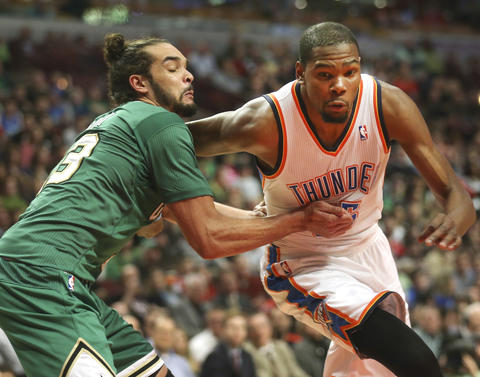 Joakim Noah tries to hold on to the Thunder's Kevin Durant during the second half.
