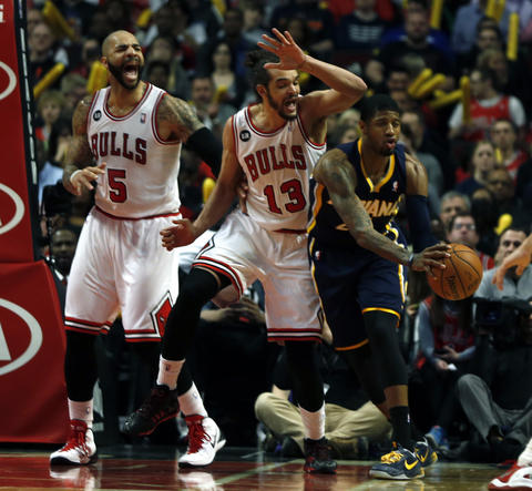 Joakim Noah and Carlos Boozer defend the Pacers' Paul George in the 4th quarter.