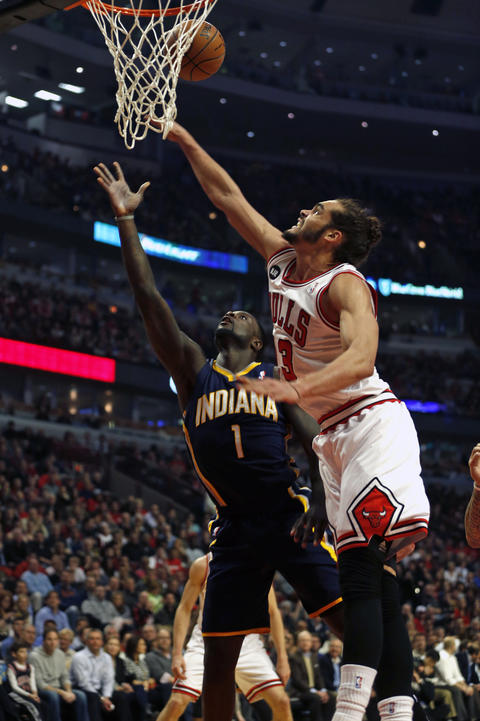 Joakim Noah defends against the Pacers' Lance Stephenson in the first quarter.